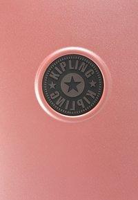 Kipling - CURIOSITY S - Luggage - metallic rust - 7