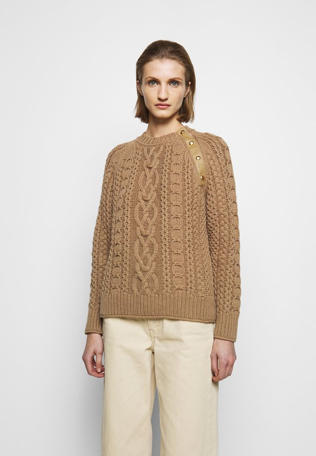 CABLE KNIT JUMPER - Pullover - caramel