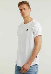 CHASIN' - Basic T-shirt - white - 3
