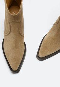 Uterqüe - High heeled ankle boots - nude - 3