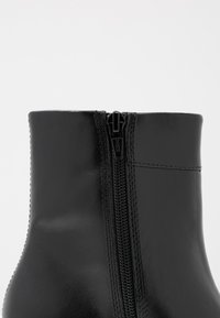 Vagabond - NICOLE - Kotníkové boty - black - 2