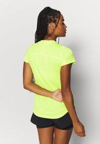 Puma - IGNITE TEE - Print T-shirt - fizzy yellow - 2