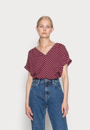 T-shirt print - dark cherry