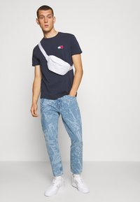 Tommy Jeans - DAD JEAN STRAIGHT - Jeans straight leg - laser light blue rigid - 1