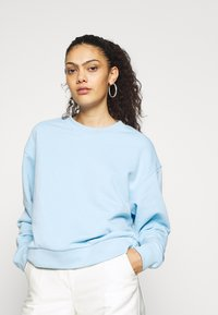 Weekday - HUGE CROPPED - Bluza - light blue - 0