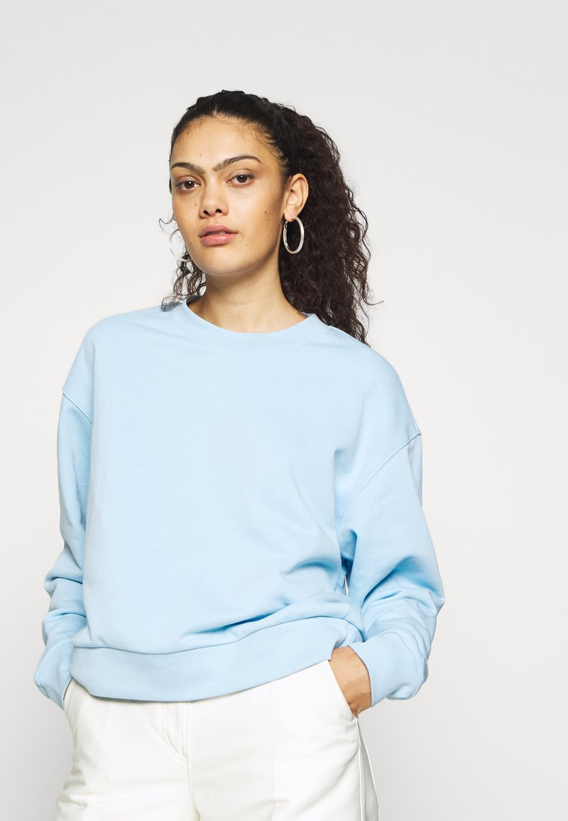 Weekday - HUGE CROPPED - Bluza - light blue
