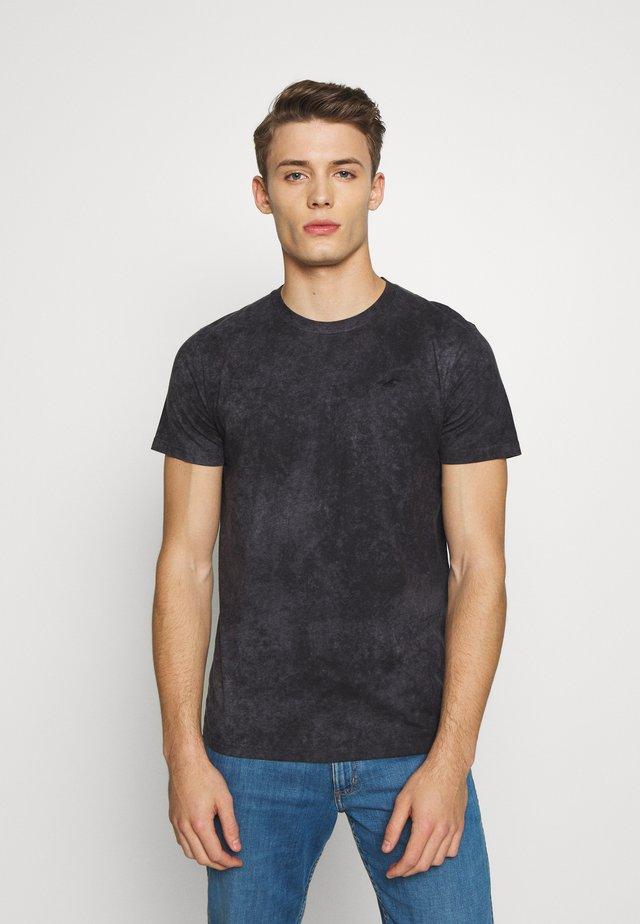 GARMENT DYE - T-shirt z nadrukiem - black wash