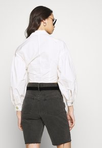 Who What Wear - THE WAISTED - Button-down blouse - parchment - 2