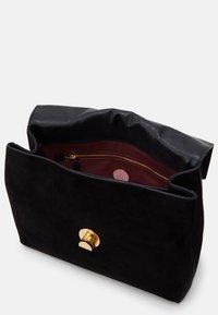 Coccinelle - LIYA SHOULDER SATCHEL - Handbag - noir - 3