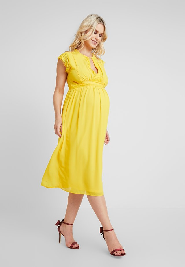 EXCLUSIVE FINLEY MIDI DRESS - Cocktailjurk - spectra yellow