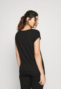 New Look Petite - 2 PACK - Basic T-shirt - black - 2