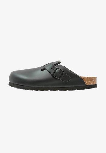 BOSTON NARROW FIT - Domácí obuv - schwarz