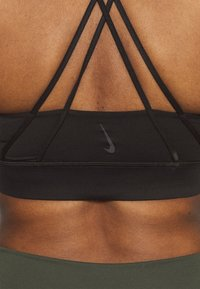 Nike Performance - LUXE BRA - Medium support sports bra - black - 4