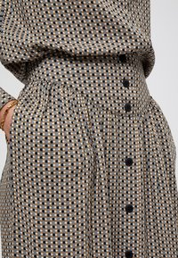 Minus - JASMINA  - A-line skirt - shadow dot steel grey print - 2