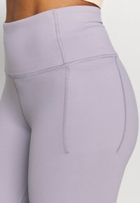 Under Armour - MERIDIAN BIKE SHORTS - Leggings - slate purple - 4