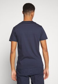 Bellfield - CU AND SEW TEE - Print T-shirt - navy - 2