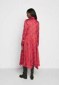 Mulberry - TERI DRESS - Sukienka koszulowa - medium red - 2