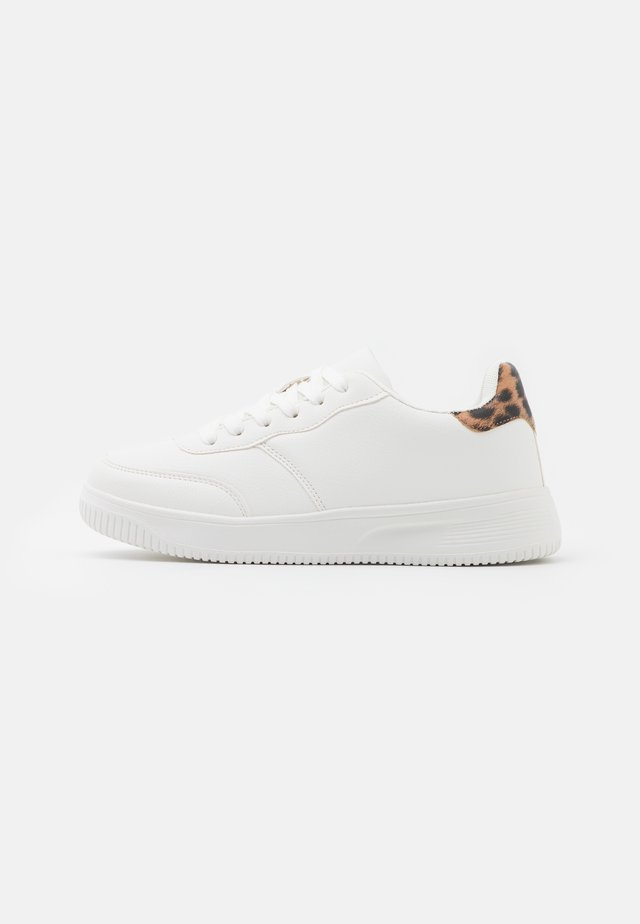 WIDE FIT ALICE - Trainers - white