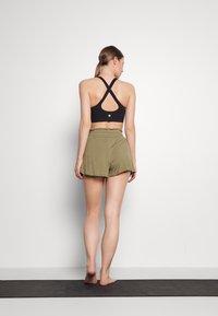 Cotton On Body - DOUBLE LAYER PETAL HEM SHORT - Sports shorts - oregano - 2
