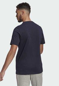 adidas Performance - T-shirt z nadrukiem - dark blue - 1