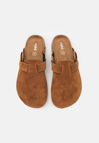Rubi Shoes by Cotton On - REX STUD CLOSED TOE MULE - Chaussons - tobacco rough - 5