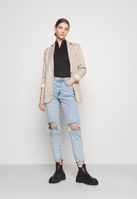 Gina Tricot - DAGNY HIGHWAIST - Relaxed fit jeans - sky blue destroy - 1