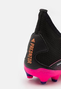 adidas Performance - PREDATOR FREAK .3 MG UNISEX - Tekonurmikengät - core black/footwear white/shock pink - 5