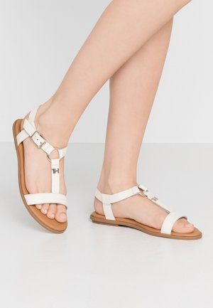 FEMININE LEATHER FLAT SANDAL - Sandals - ivory