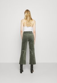 Monki - WENDY TROUSERS - Trousers - khaki green medium dusty solid - 2