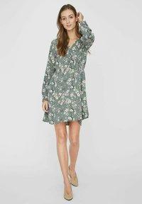 Vero Moda - Day dress - laurel wreath - 1