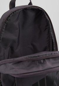 Nike Sportswear - ELEMENTAL UNISEX - Mochila - thunder grey/black - 4