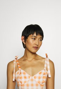 Who What Wear - TIE STRAP BUSTIER DRESS - Robe d'été - orange