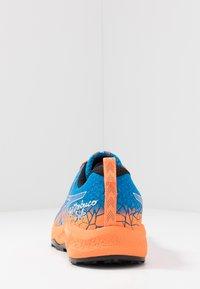 ASICS - FUJITRABUCO LYTE - Trail running shoes - directoire blue/shocking orange - 3