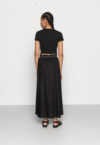 ONLY - Veckad kjol - black - 2