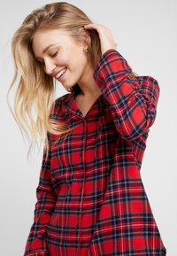 Benetton - DYED CHECK FRONT OPENING SET - Pigiama - red tartan - 3