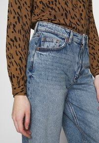Monki - MOZIK - Relaxed fit jeans - blue - 3