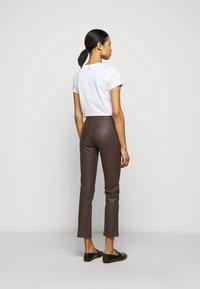 2nd Day - LEYA - Kožené kalhoty - chocolate plum - 2