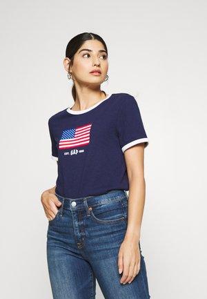 AMERICANA TEE - Camiseta estampada - new navy