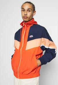 Nike Sportswear - Windbreaker - mantra orange/obsidian/orange frost - 0