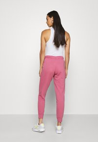 Nike Sportswear - PANT TIGHT - Joggebukse - desert berry/white - 2