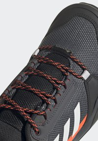 adidas Performance - TERREX AX3 GTX - Vaelluskengät - grey/light red - 6