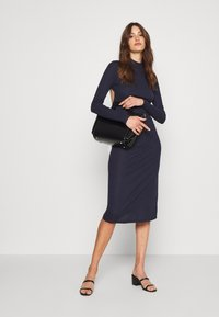 Glamorous Tall - OPEN BACK BODYCON DRESS - Gebreide jurk - navy - 1