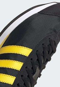 adidas Originals - COUNTRY OG SHOES - Trainers - black - 9