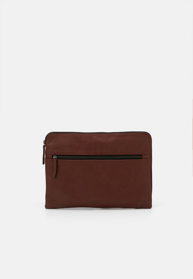 CLEAN SLEEVE - Notebooktasche - brown