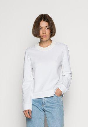 ACACIALF WOMAN LONG SLEEVE - Pitkähihainen paita - white