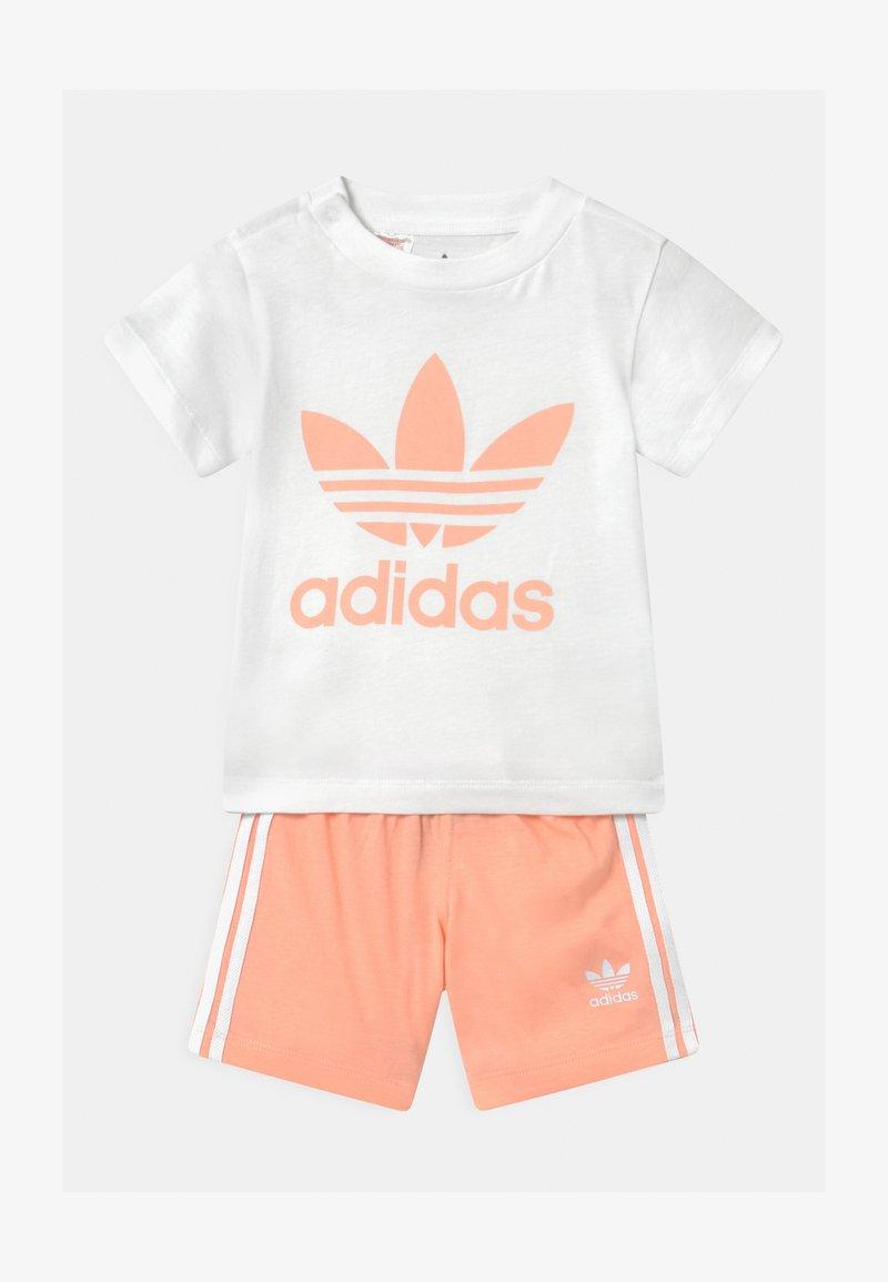 adidas Originals - SET UNISEX - Shorts - white/glow pink