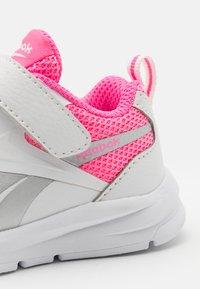 Reebok - RUSH RUNNER 3.0 UNISEX - Neutral running shoes - white/electro pink/silver metallic - 5