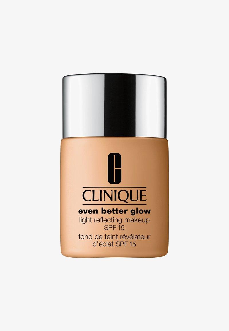 Clinique - EVEN BETTER GLOW SPF15 MAKEUP  - Foundation - WN98 cream caramel