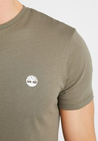 Timberland - CREW CHEST - T-shirt basic - grape leaf - 5