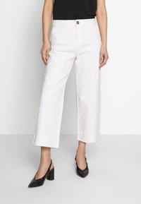 White Stuff - THEA WIDE LEG CROP - Flared Jeans - white - 0